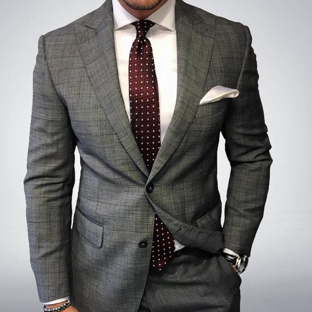 How to dress for a job fair.
