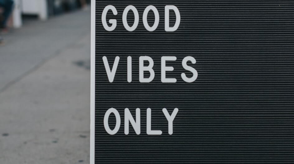 A street sign that says Good Vibes Only